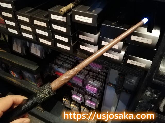 USJには杖が光るモノがある?電池入れるだけでどこでも使える!