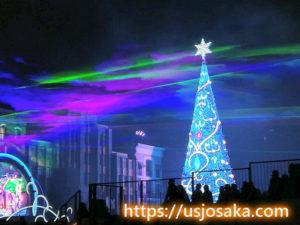 クリスマスツリーとオーロラ