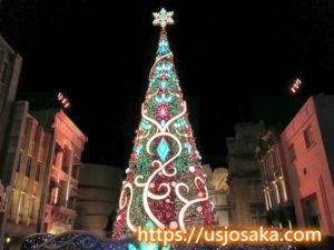 ユニバのクリスマスツリーのライトアップのクリスマスカラー