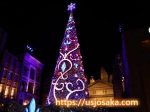 ユニバのクリスマスツリーのライトアップの赤紫色